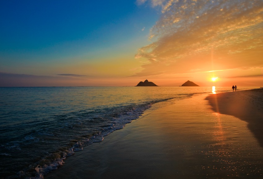 Beautiful pacific sunrise at lanikai beach, hawaii